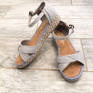 TOMS Harper textured chambray sandals girls 3.5